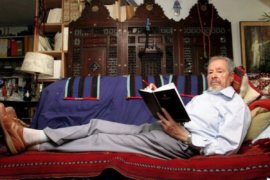 Albert Memmi at home in Paris in 2004. (Photo: Marc Gantier/Gamma-Rapho)