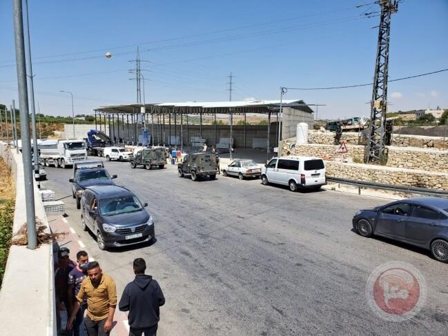 Israeli jeeps arriving to the field hospital outside of Hebron City (Photo: Ma'an News)