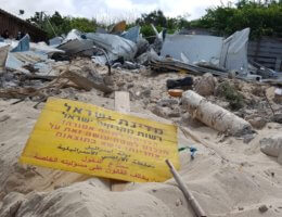 """A sign reading """"The State of Israel and Lands Administration Authority/ Entry to this area is prohibited!/ Those who enter do so under their own responsibility and will have to face the consequences"""" at the demolition of Ali Jurban's fishing shack in Jisr al-Zarqa (Photo: Naim Mousa)"""
