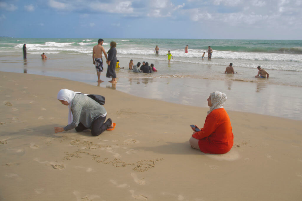 Writing in the sand, Jaffa, August 3, 2020 (Photo: Dareen Tatour)