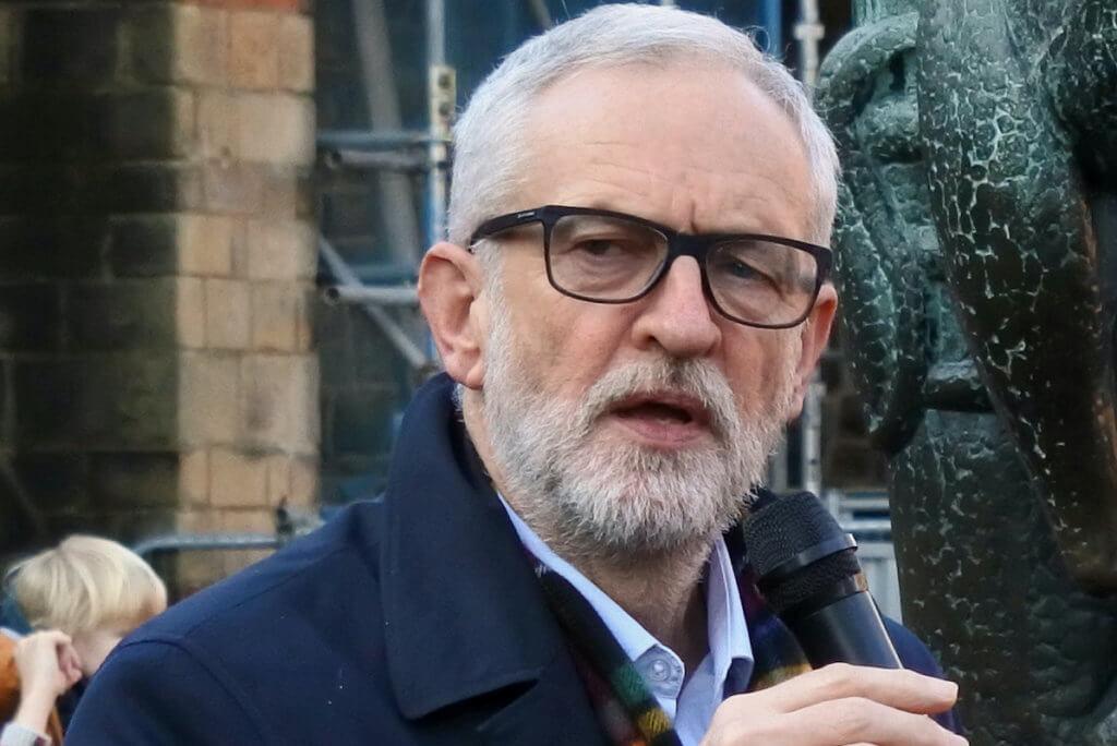 Jeremy Corbyn speaking at an impromptu rally alongside the Robin Hood statue at Nottingham Castle; 4 December 2019. (Photo: Wikimedia)