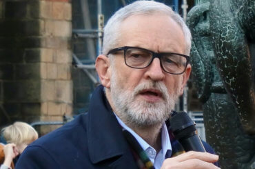 Jeremy Corbyn speaking at an impromptu rally alongside the Robin Hood statue at Nottingham Castle; 4 December 2019. (Photo: Wikimedia)